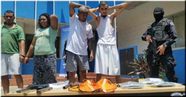 PNC captura en flagrancia a una mujer e incauta subametralladora