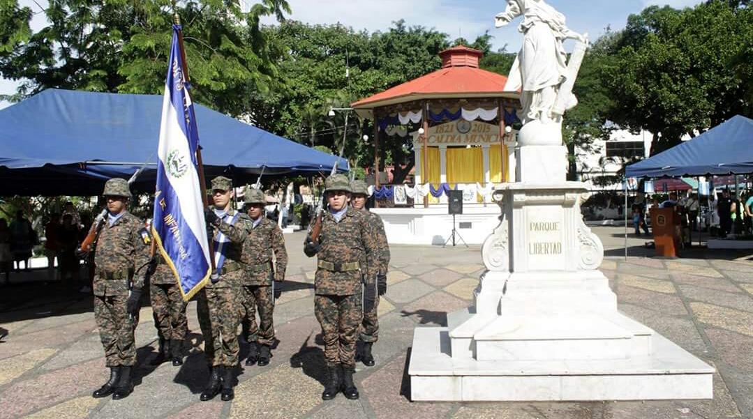 Como antesala a la fecha de Independencia Santa Ana entonó las notas del Himno Nacional