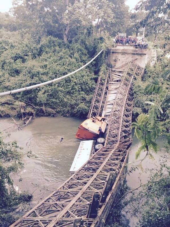 Guatemala: Colapsa Puente en Dolores, Petén