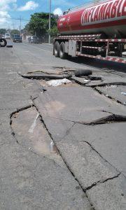 asfalta-danado-sobre-la-calle-aldea-san-antonio