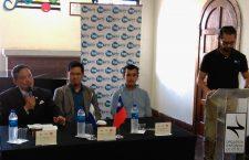 embajador-de-la-republica-de-china-taiwan-durante-conferencia-de-prensa-junto-a-maestro-wilbur-lin-y-jorge-landaverde-de-osj-20160927