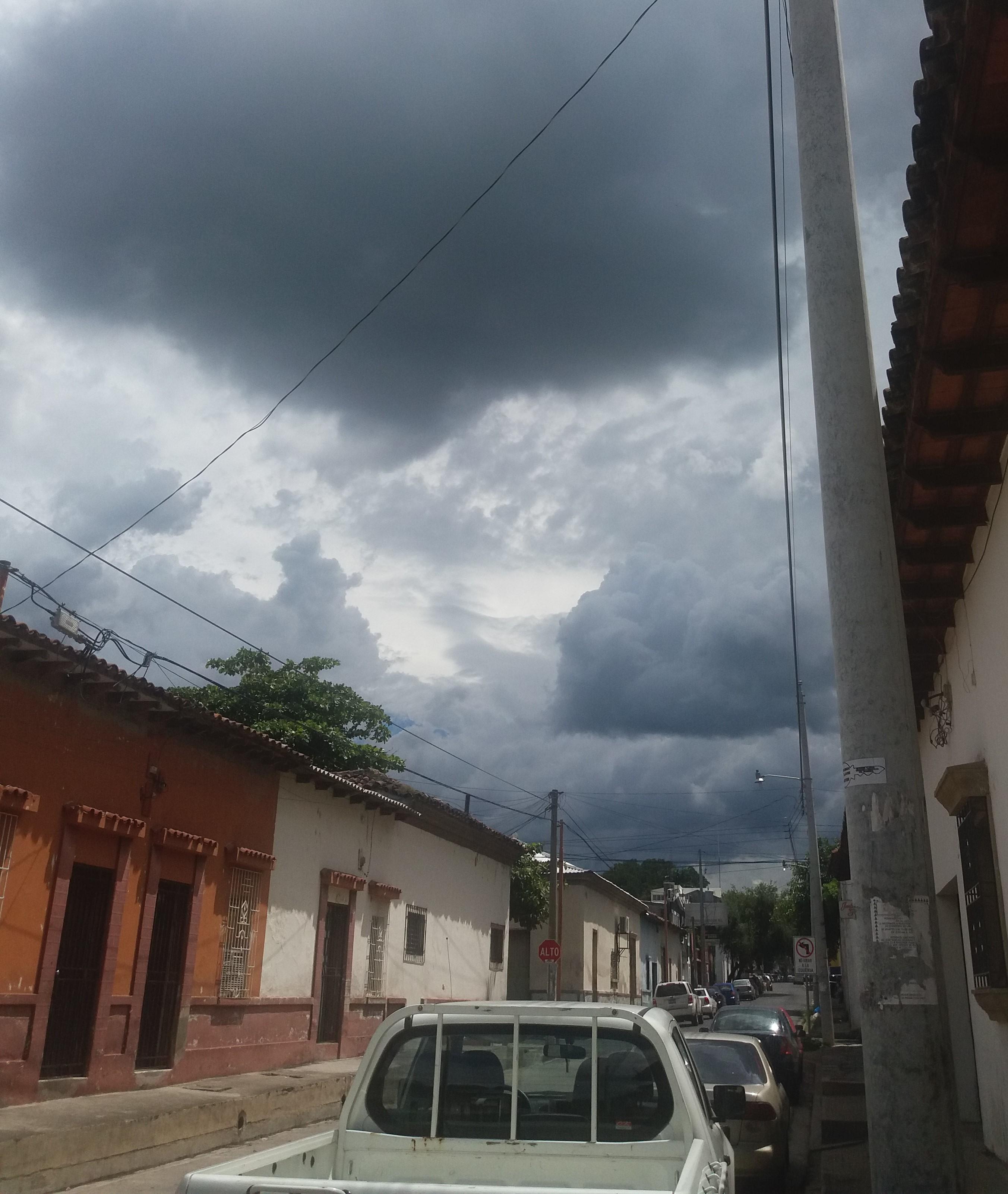 EL TIEMPO:  Para este Viernes lluvias dispersas para la tarde noche