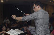 maestro-wilbur-lin-durante-ensayos-generales-con-jovenes-orquesta-sinfonica-juvenil-20160927