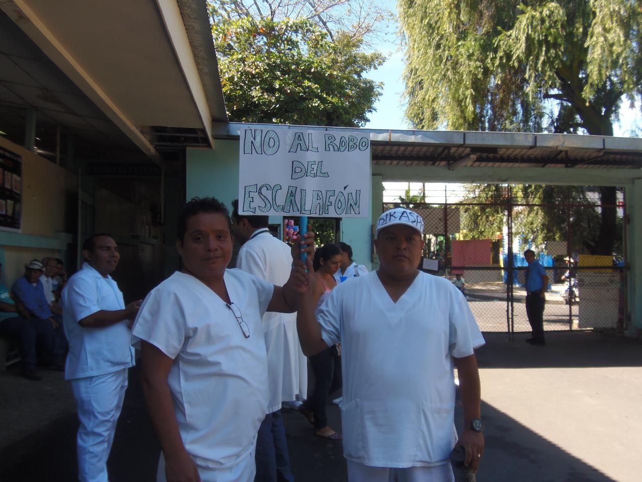 Trabajadores de salud realizan reducción de labores en hospitales públicos