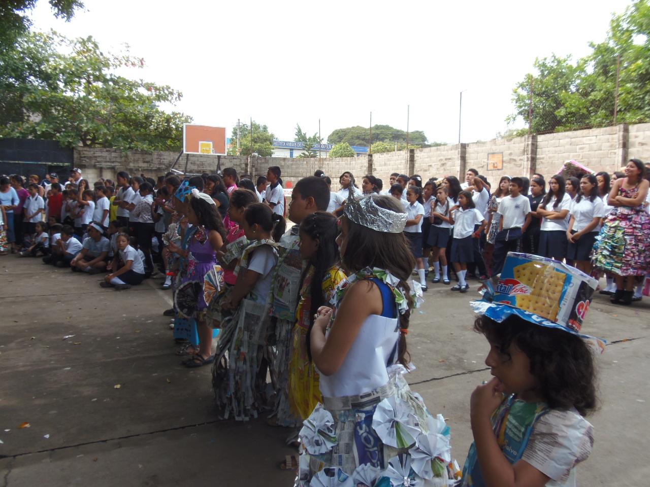Escuela santaneca realiza concurso de ciencias y reciclaje