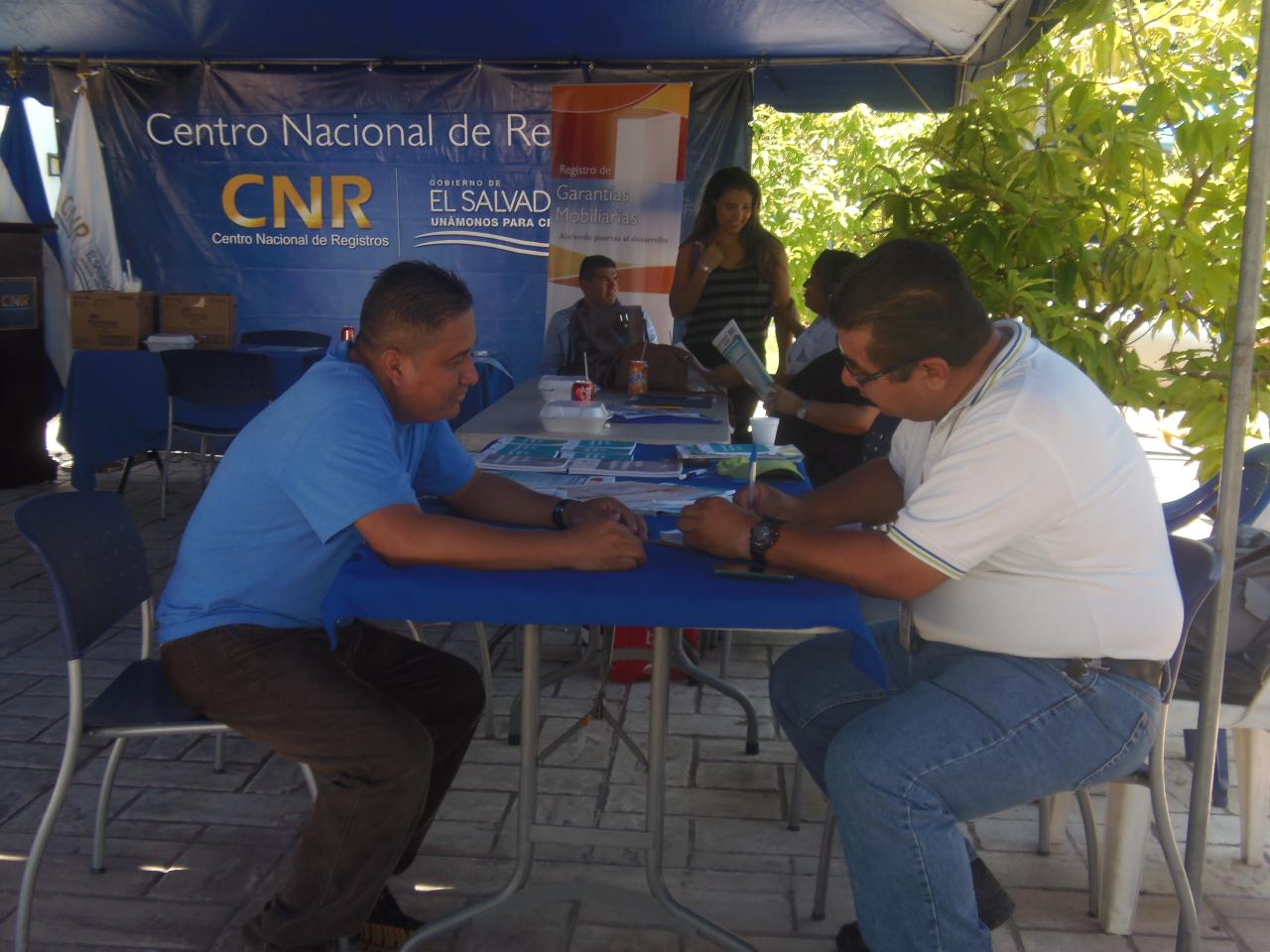 Microempresarios participan en segunda feria organizada por el CNR