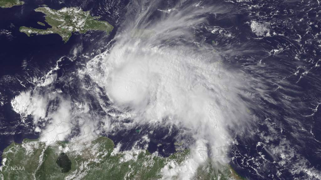 Huracán Matthew de categoría 4 amenaza a Cuba, Colombia y Jamaica