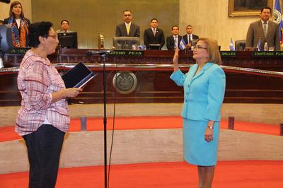 Abogada Raquel Caballero es juramentada como Procuradora para la Defensa de los Derechos Humanos