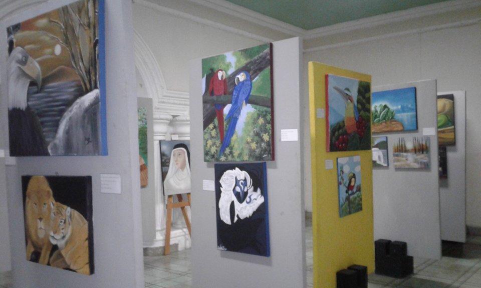 """Con sus pinceles 15 artistas dieron vida  a la exposición """"por el placer de pintar"""""""