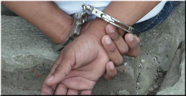 Sujeto es encontrado con 96 porciones de crack en su bolsillo