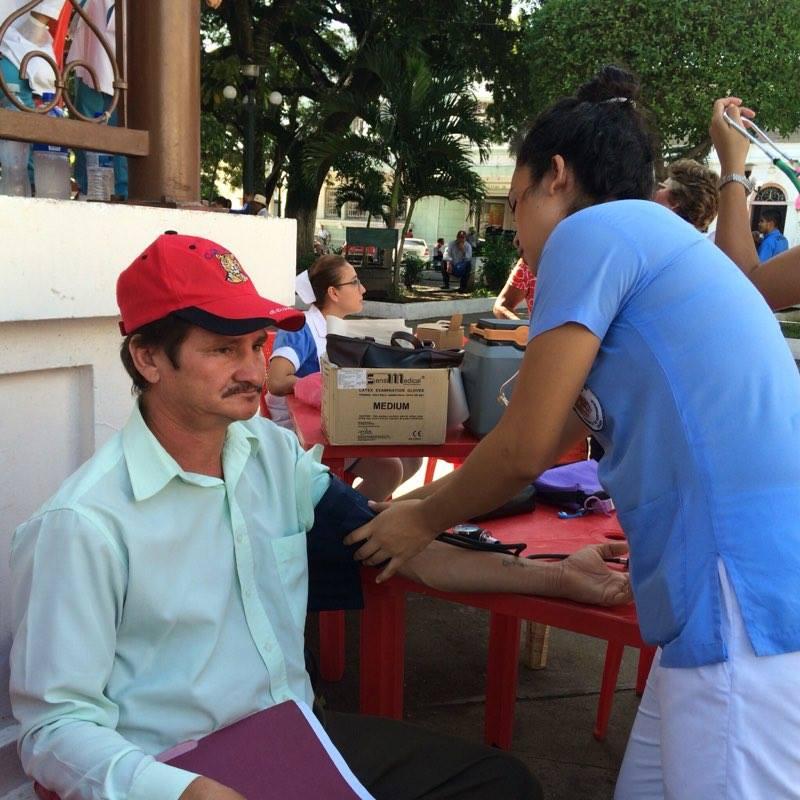 Población santaneca es beneficiada con servicios de salud