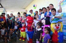 mas-de-200-juguetes-fueron-entregados-a-los-ninos-internos-del-area-de-pediatria