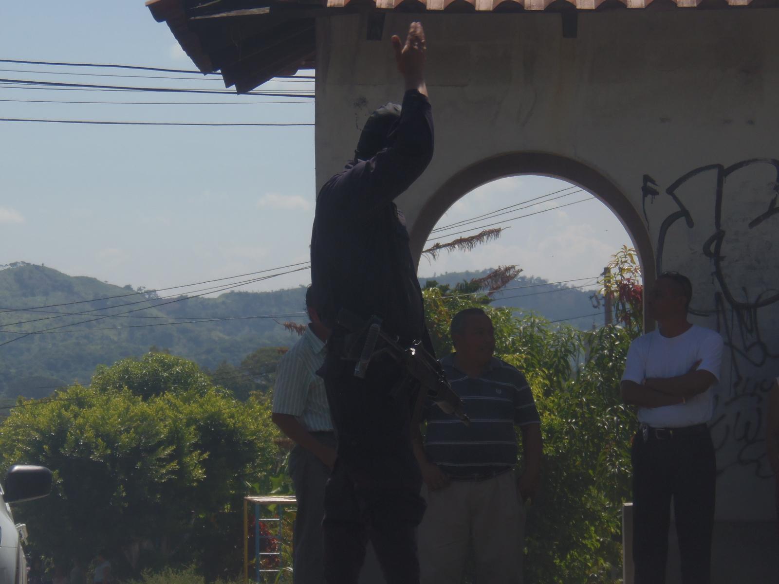 Personal policial captura en Santa Ana sujeto con orden judicial activa emitida por el Juzgado de Paz del municipio Lislique