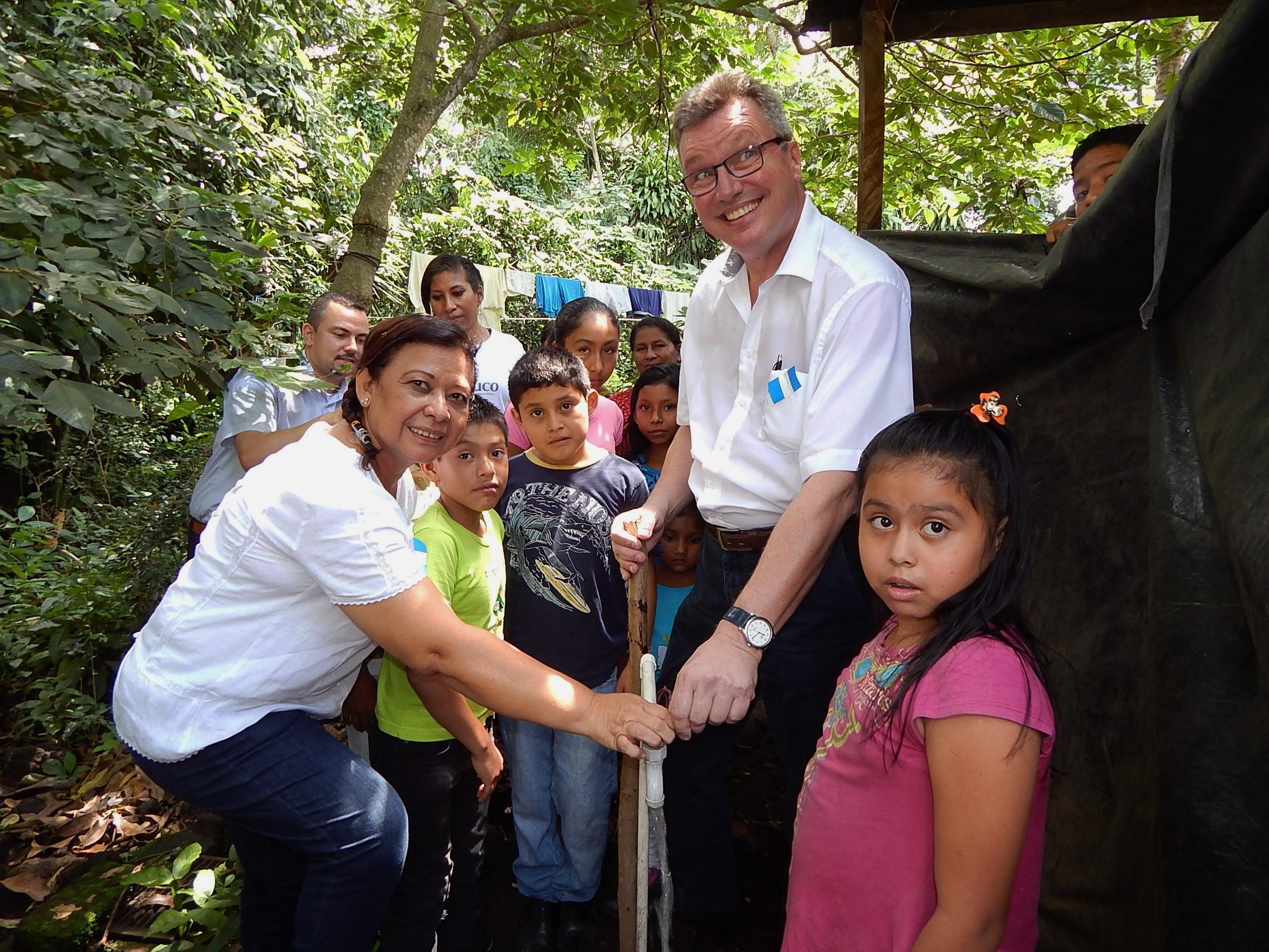 Alemania facilita ampliación de sistema de agua potable  en Caluco, Sonsonate