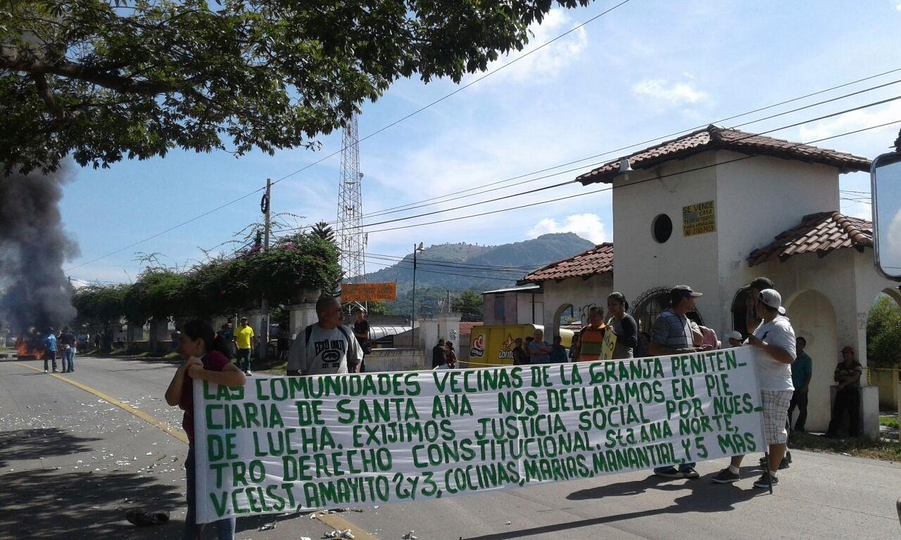 Protestantes bloquean paso de y hacia Metapán