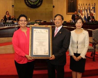 Declaran Noble Amigo de El Salvador a Embajador Sing-Ying Lee