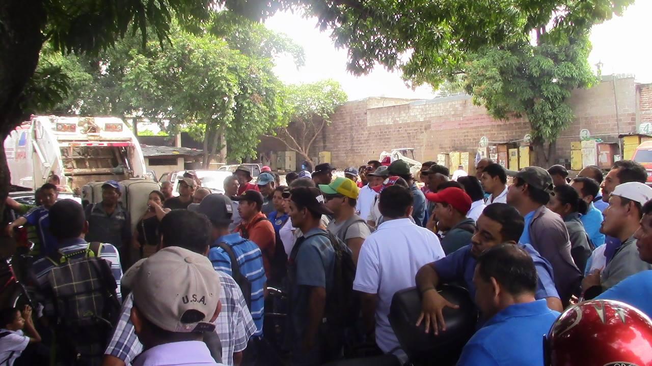 Sindicalistas llevan a cabo suspensión de labores en varias dependencias de la alcaldía de Santa Ana