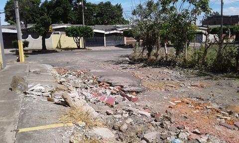 Mal estado de pavimento en pasaje Altamira genera molestias en habitantes