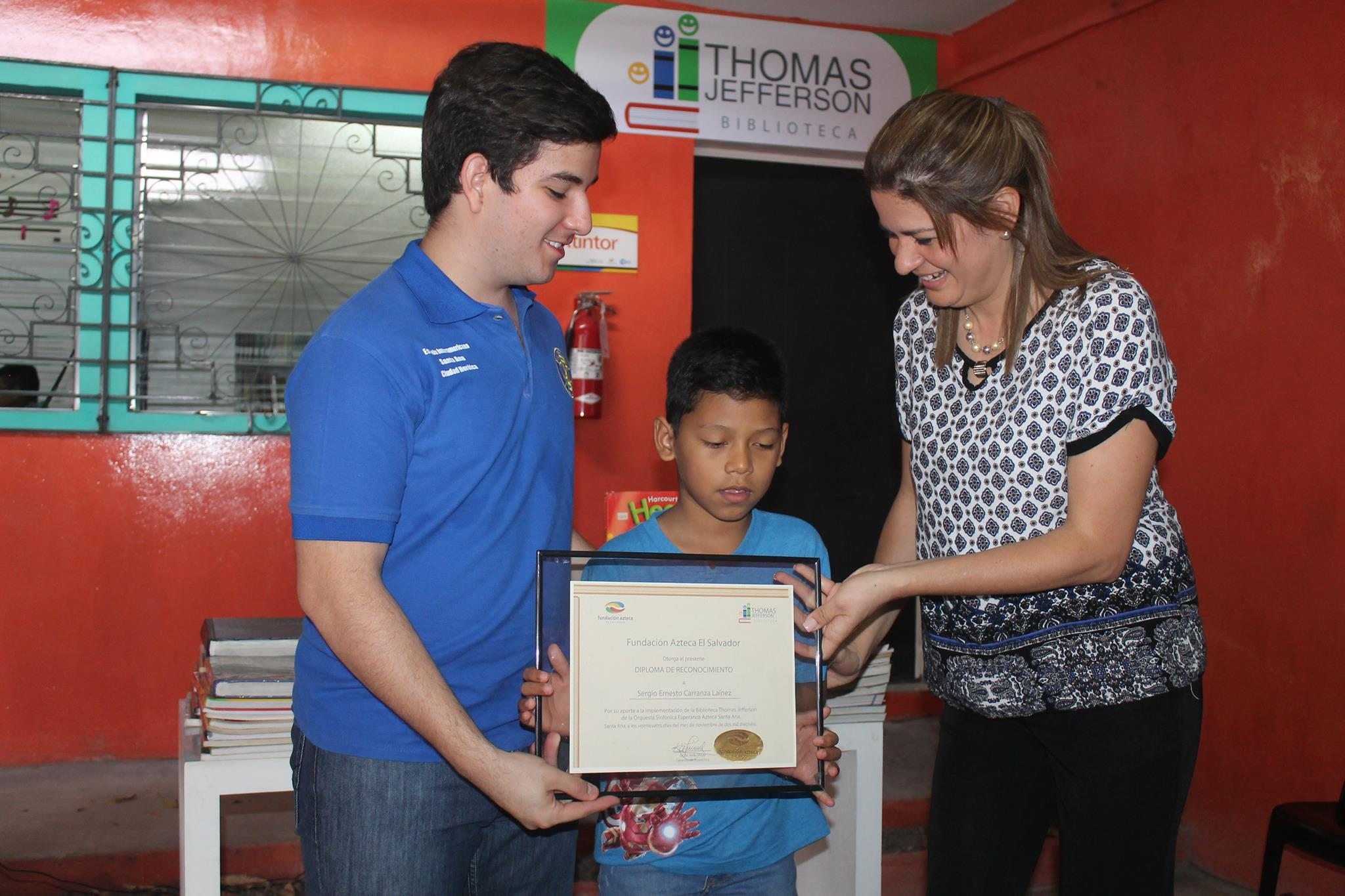 Club Interact entregó 750 ejemplares para biblioteca Thomas Jefferson en Santa Ana