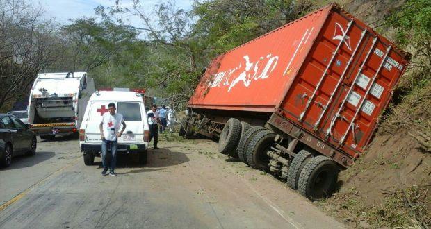 Peligro Por Vuelco De Rastra Carretera A Metapn