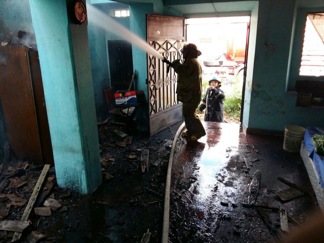 Incendio deja varias pérdidas materiales en dos viviendas