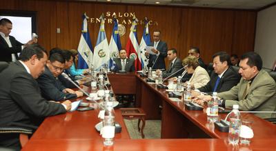 Grupos Parlamentarios alcanzan acuerdo para elegir a presidente y magistrados de la CCR