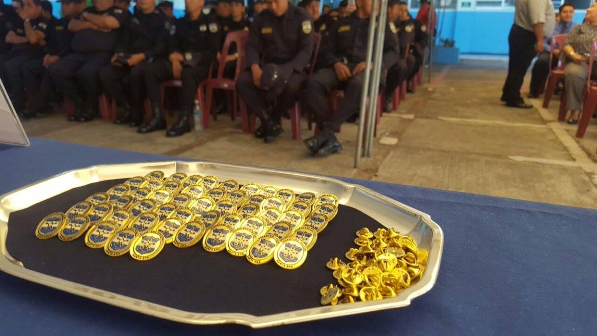 Agentes policiales son galardonados por su destacada labor durante el 2016