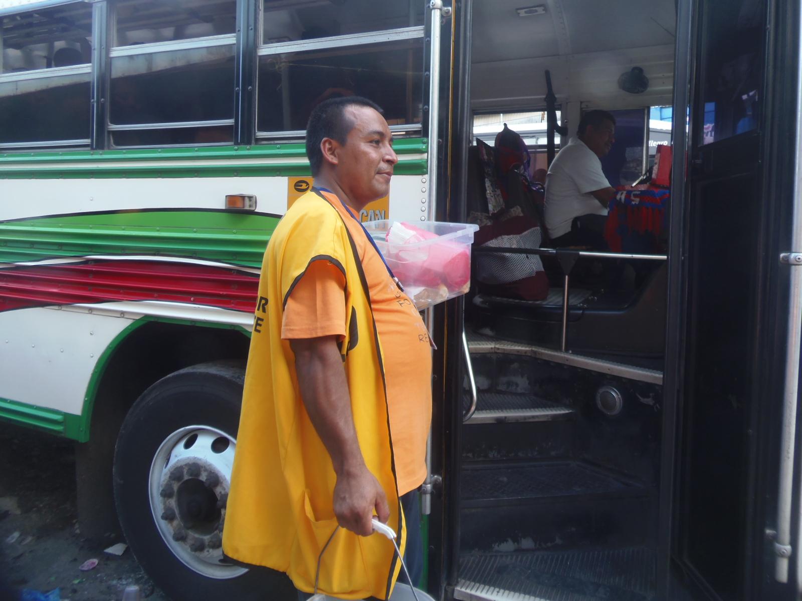 Alcaldía de Metapan aplica nueva ordenanza en vendedores ambulantes