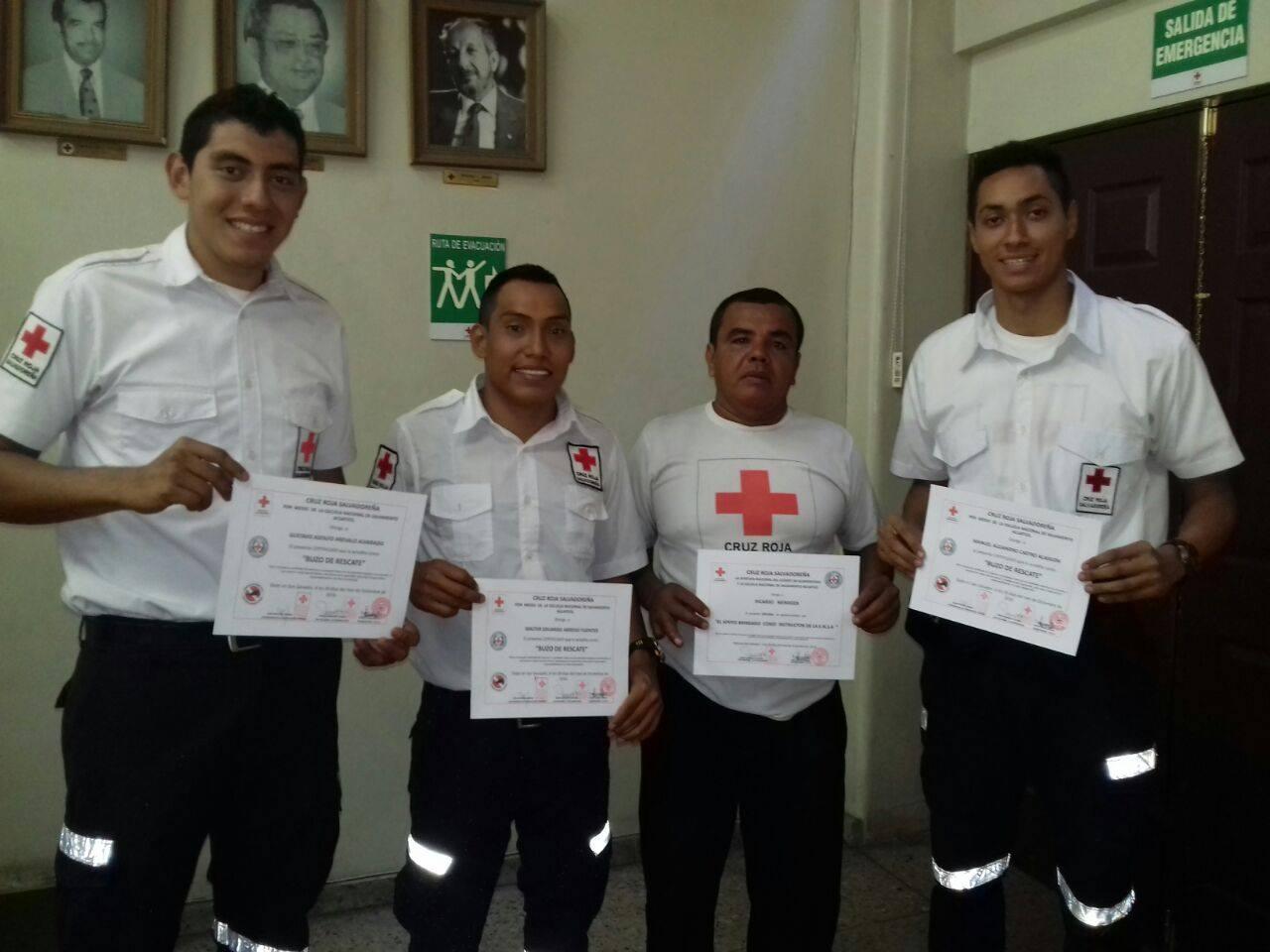 Cruz Roja capacita a voluntarios en emergencias de rescate acuático