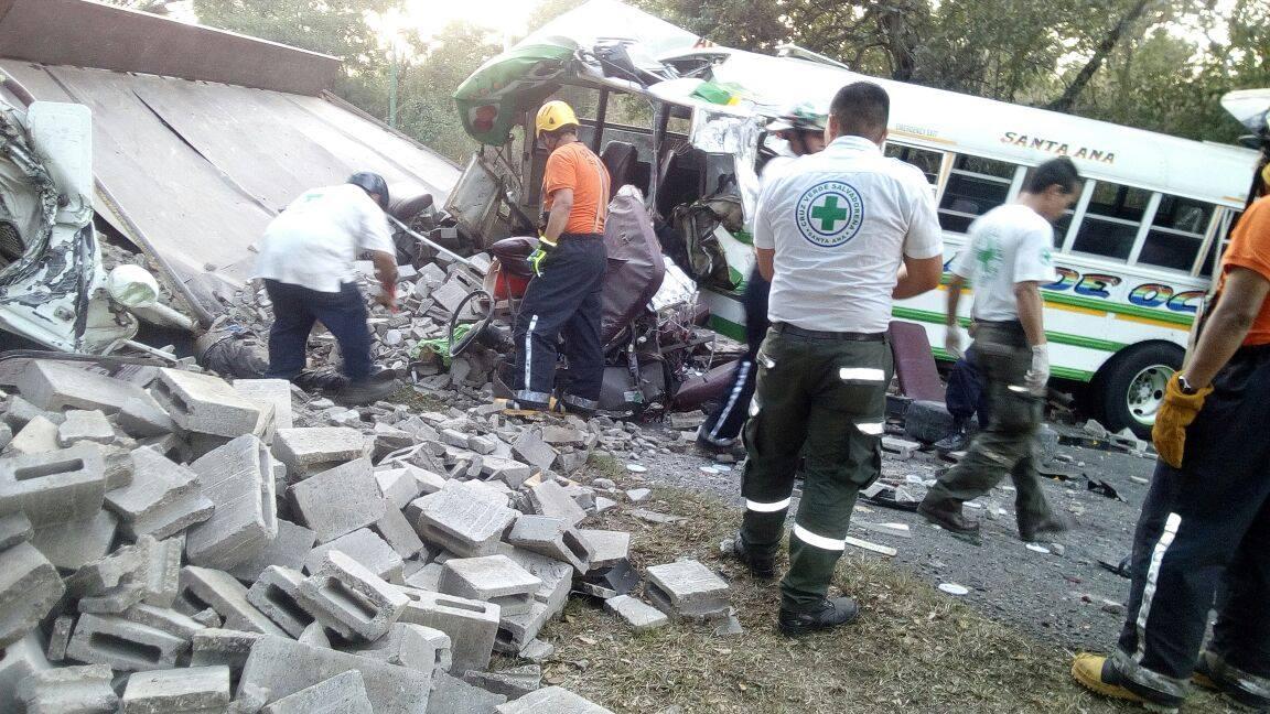 Cinco fallecidos dejó el fatal accidente de tránsito en Ahuachapán