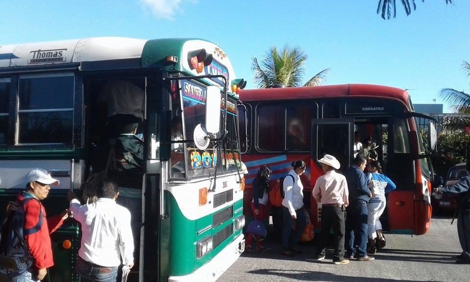 Usuarios abarrotan terminal de buses de la ruta 201