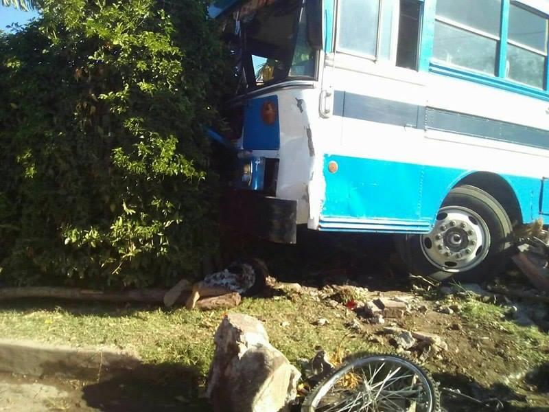 Accidente de tránsito deja dos personas fallecidas y otras lesionadas