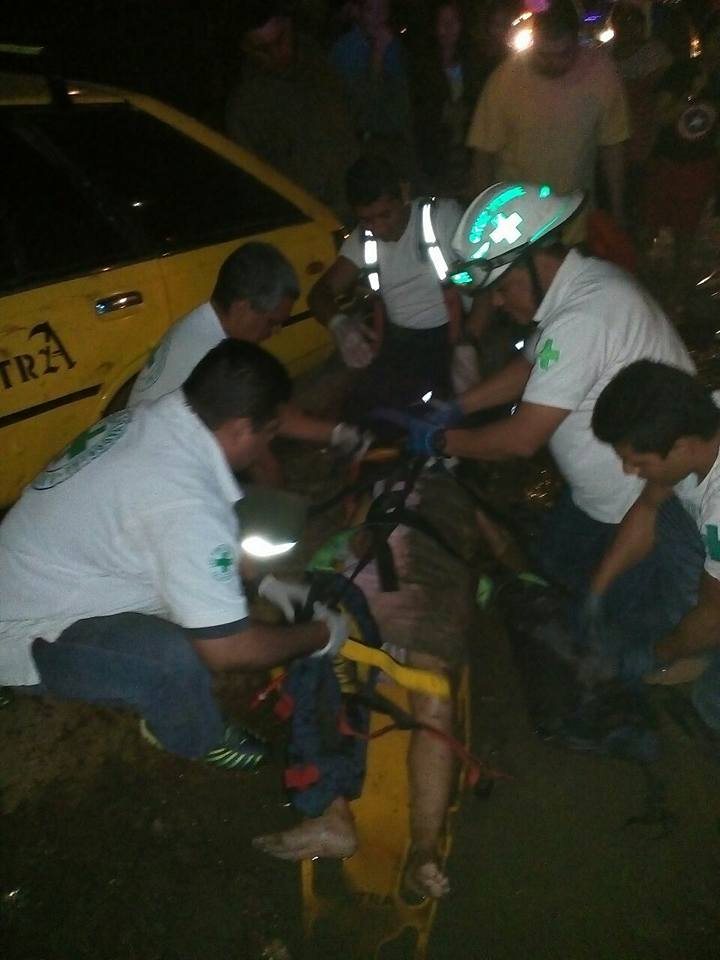 Dos personas fueron embestidas por un motociclista