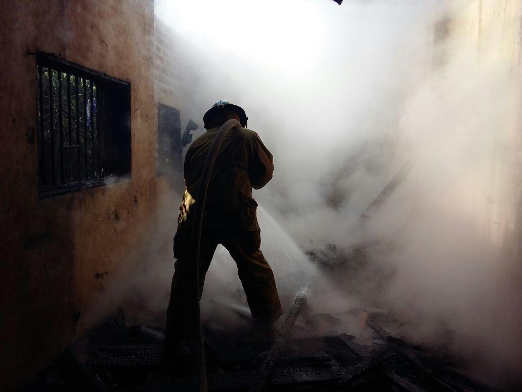 Bomberos atendió incendio en colonia San José