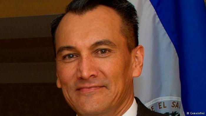 Parlamento salvadoreño desafuera a embajador en Alemania