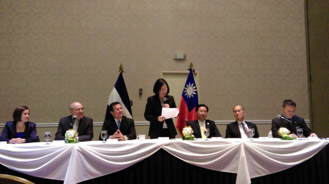 Presidenta Tsai Ing-wen reitera apoyo a la educación y la juventud salvadoreña