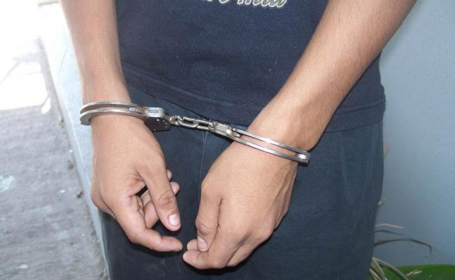 Sujeto es detenido por contrabando de mercadería