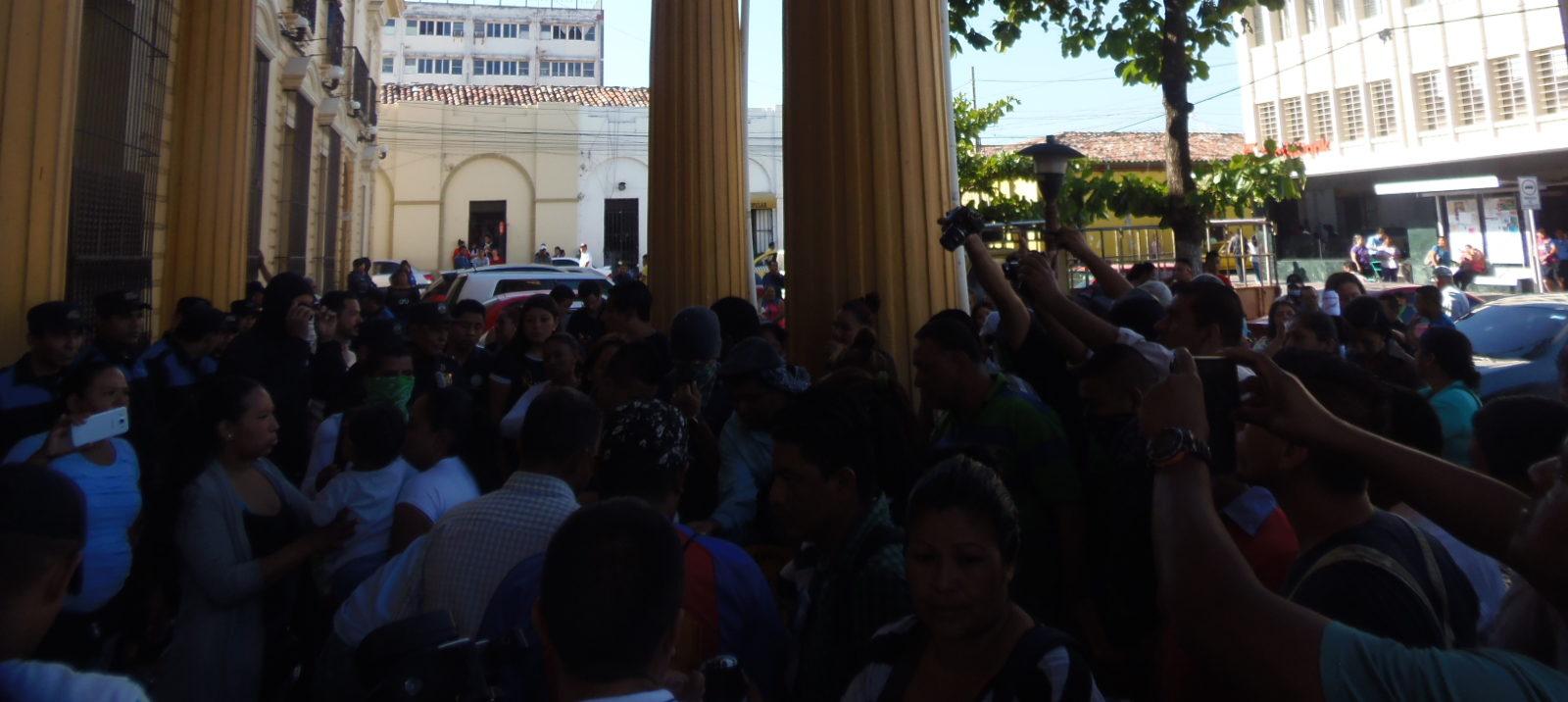 Vendedores del sector informal protestan ante notificaciones de desalojo