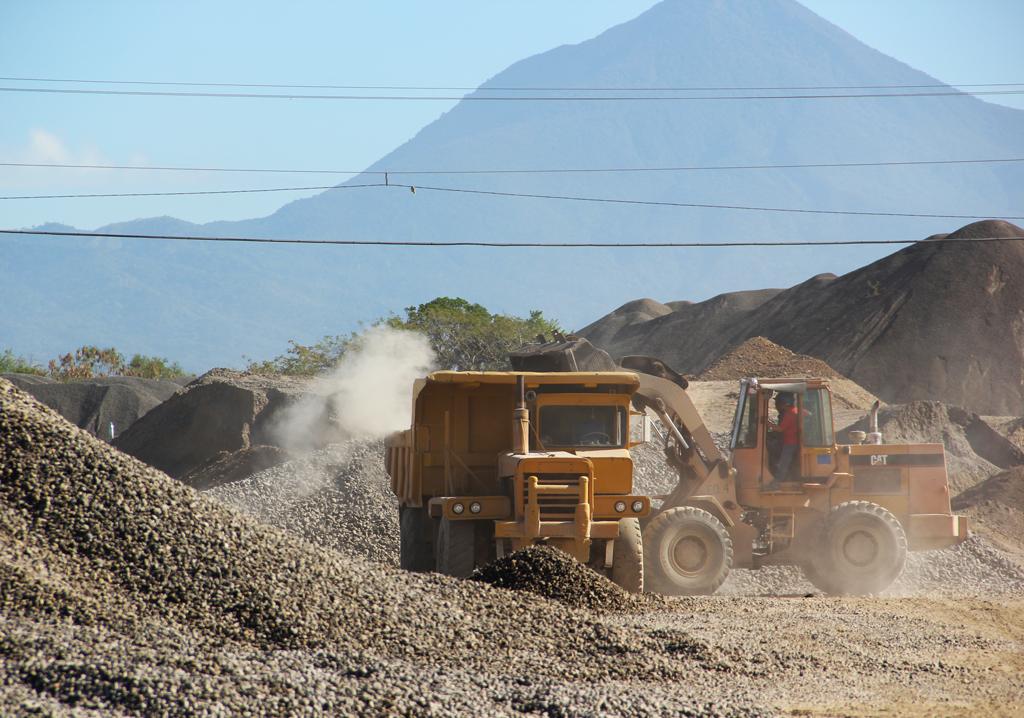 MARN realiza peritaje a empresa de extracción de material pétreo