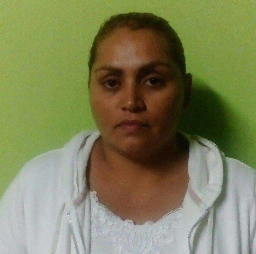 Decretan detención contra mujer por contrabando de cigarros en Santa Ana