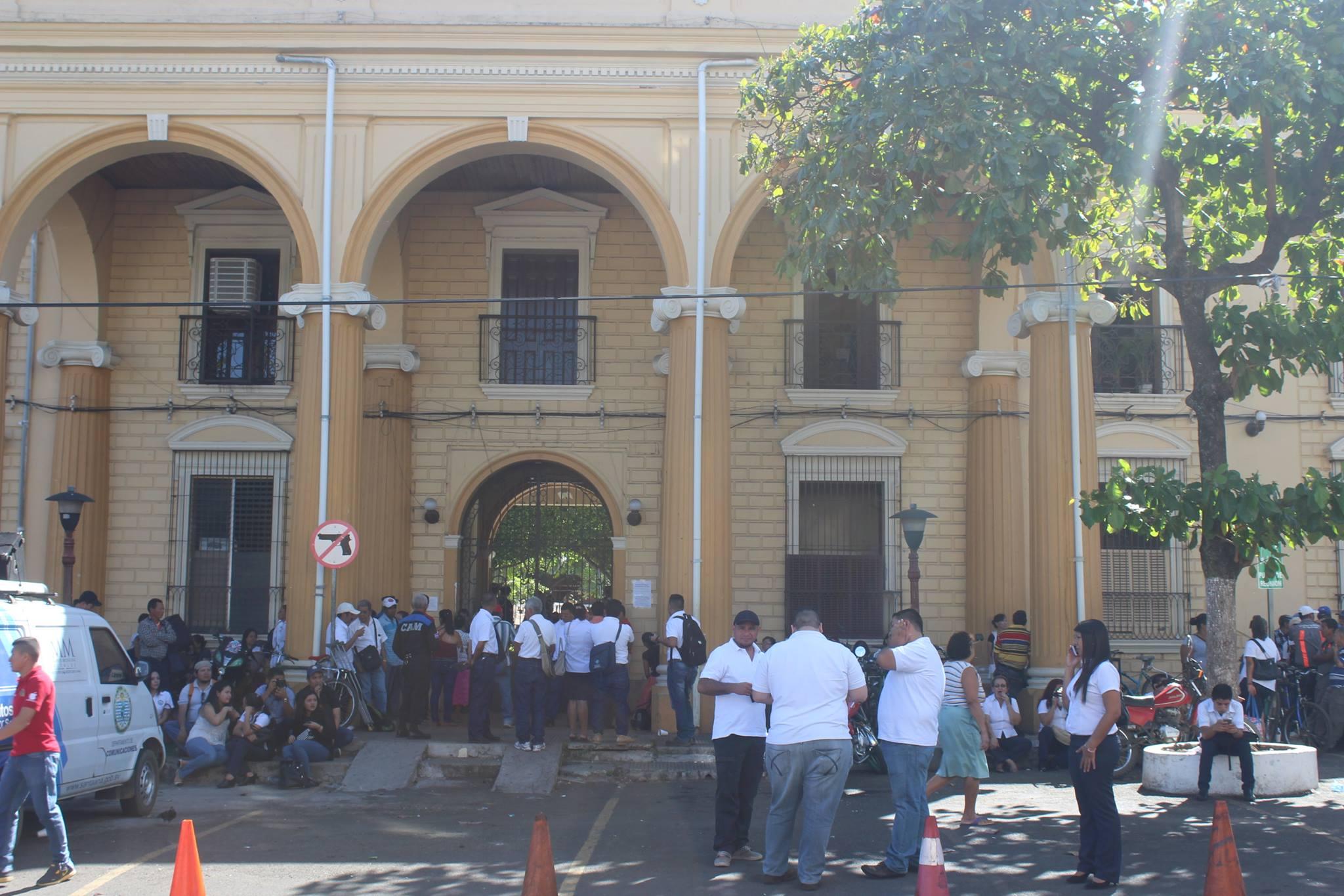 Sindicalistas paralizan labores en alcaldía de Santa Ana y sus dependencias