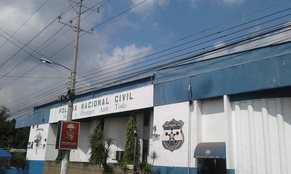 Sujeto es detenido por presentar documentos falsos a oficina de Registro de Armas de la PNC