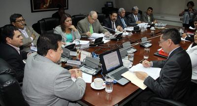 Fiscal informa sobre tratamiento de denuncias de espionaje