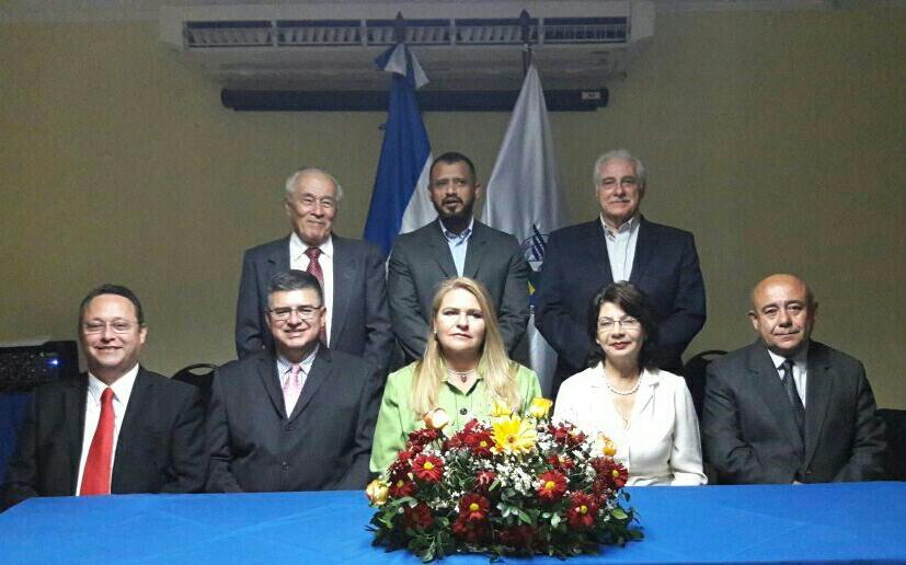 Juramentan al nuevo consejo directivo de la Cámara de Comercio filial Santa Ana