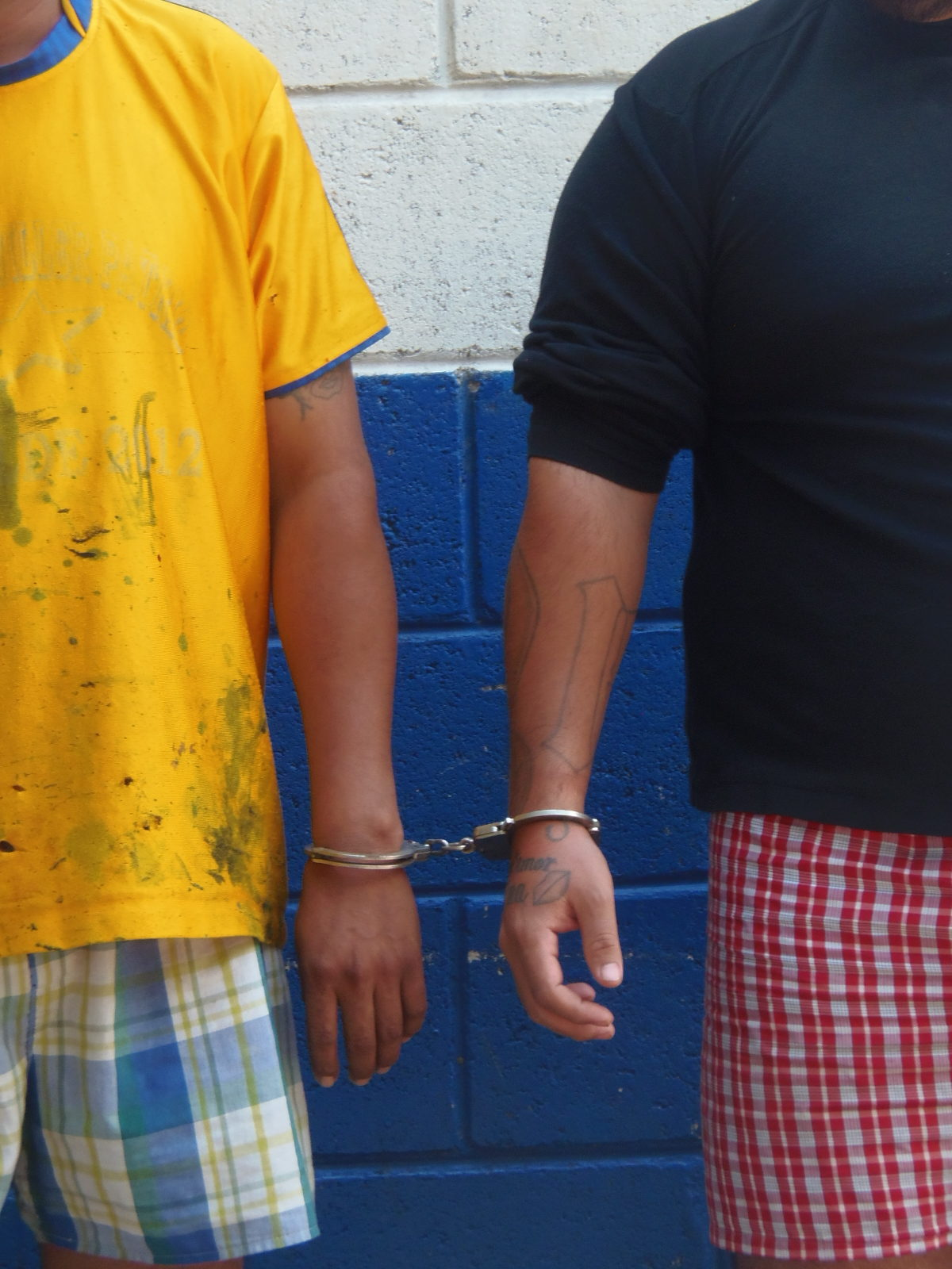 Arrestan dos sujetos por el delito de tenencia de droga y portación ilegal de armas