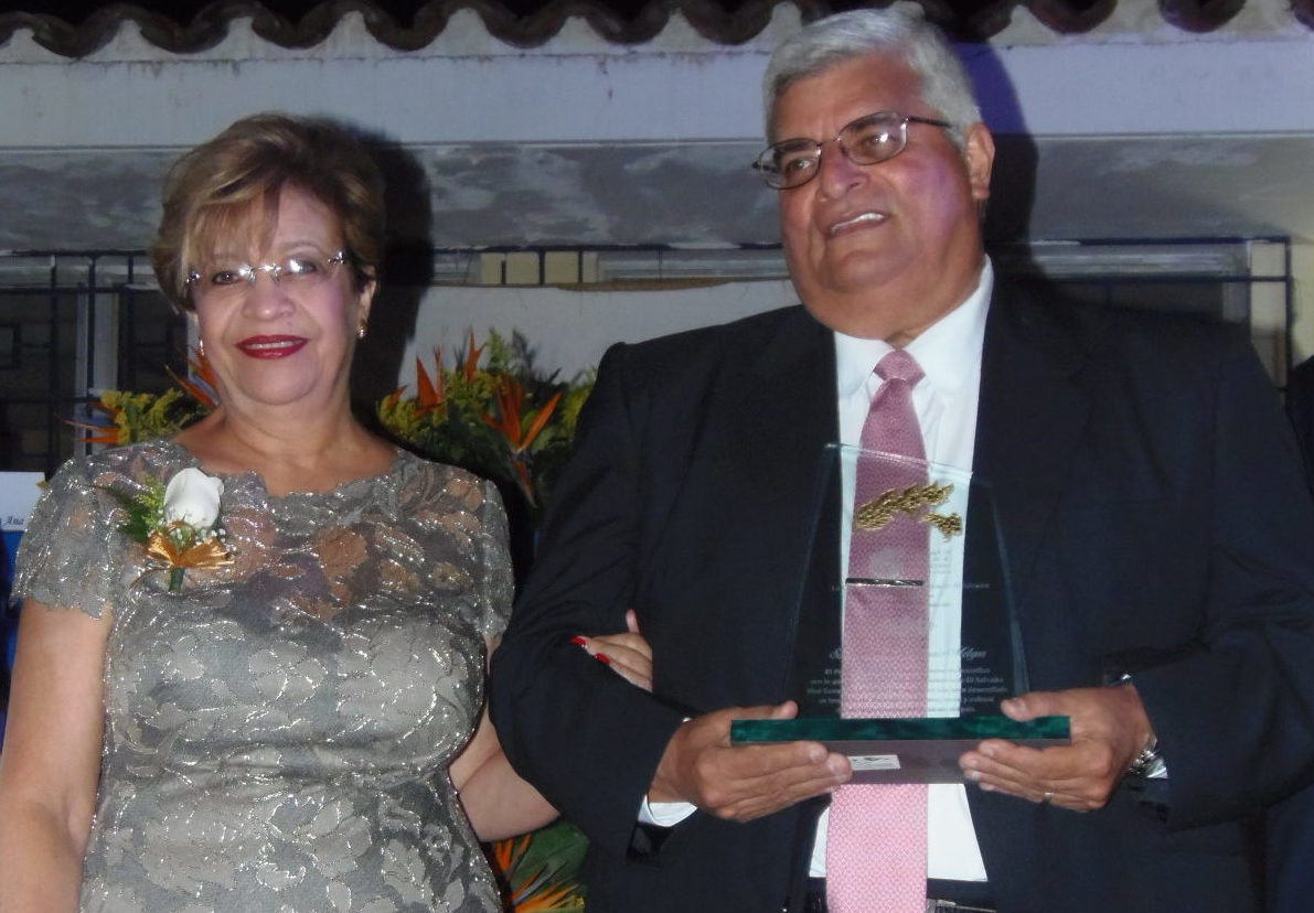 Mario Antonio Melgar, recibió el galardón Cafeto por parte de la Cámara de Comercio