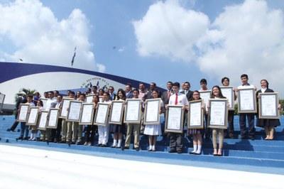 Asamblea Legislativa reconoce a estudiantes que obtuvieron altas calificaciones en la PAES 2016