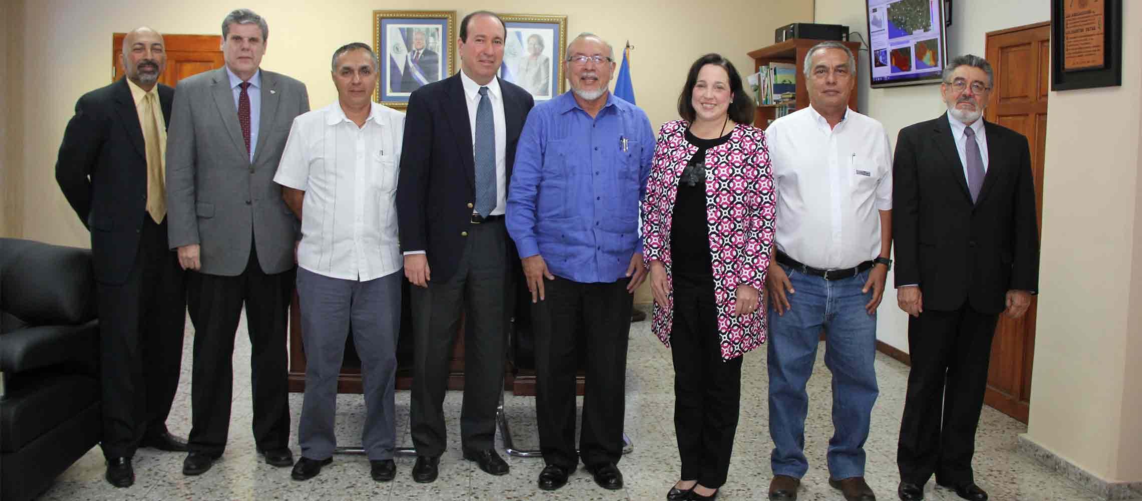 Ministro Ortez y embajada EE. UU reafirman compromiso por el agro salvadoreño