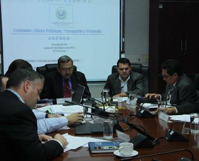 Analizan propuestas de reformas que buscan agilizar trámites para legalización de tierras