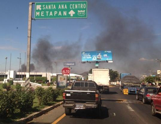 Columna de humo alarma a los santanecos
